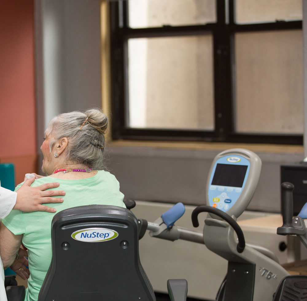 Elderly women getting pulmonary rehab to improve her lungs function