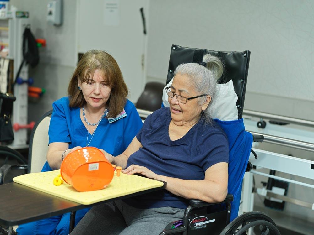 Elderly women with brain disorders doing recreational activities